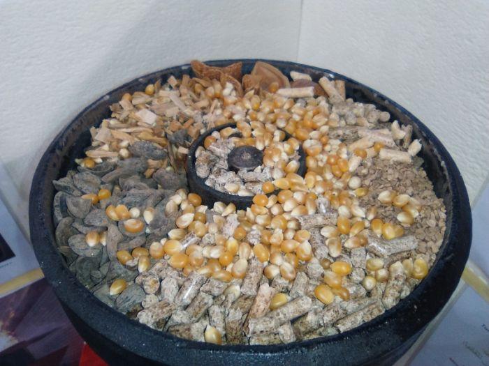 Bruciatore verticale a pellet per forni pizza pane casa for Bruciatore a pellet per forno